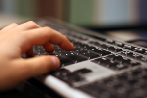 hand-on-keyboard